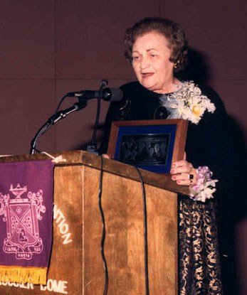 King receiving the STTI Elizabeth Russell Belford Founders Award for Excellence in Education in 1989.