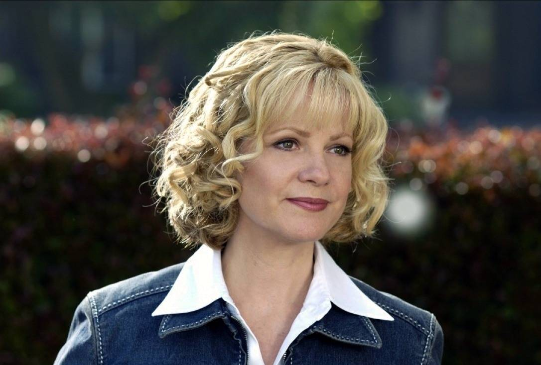 Bonnie Hunt in Cheaper by the Dozen movie. Image via: psimovie.com